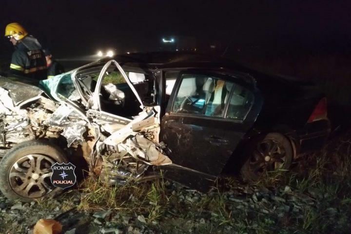 Uma pessoa morre e três ficam gravemente feridas em acidente na BR-470