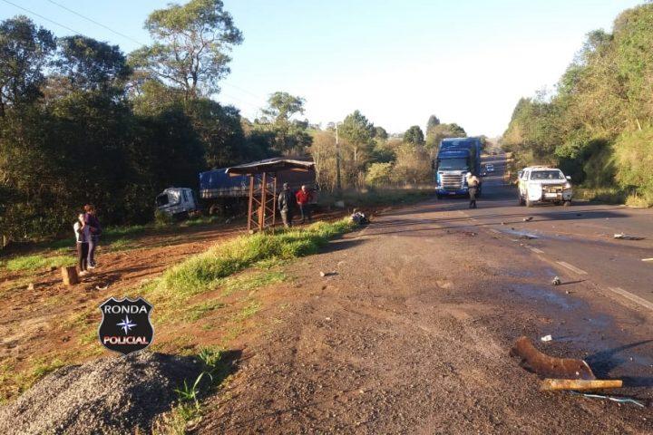 Mulher morre em grave acidente entre carro e carreta na SC-155 em Bom Jesus