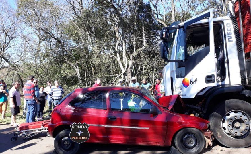 Mulher fica ferida em grave acidente de trânsito no início da tarde deste  sábado 60e9ef7a502dd