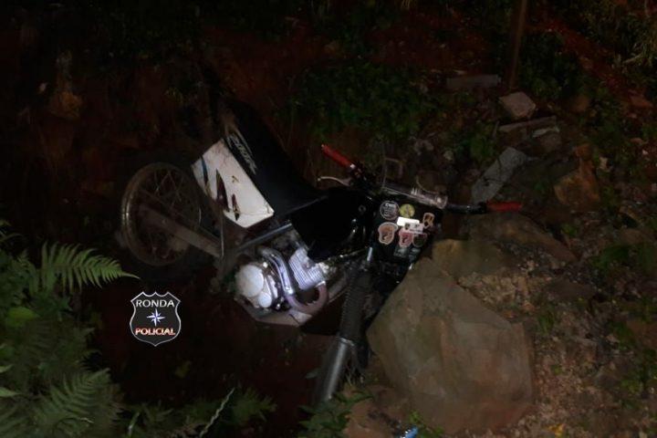 Adolescente sofre fratura exposta em queda de moto em comunidade rural