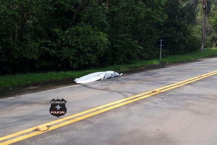 Homem morre atropelado por caminhão durante a tarde desta terça-feira