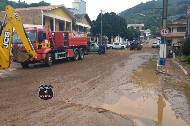 Ouça!!! Bombeiros de Xanxerê auxiliam em força tarefa para reestruturação de Lacerdópolis após enxurrada