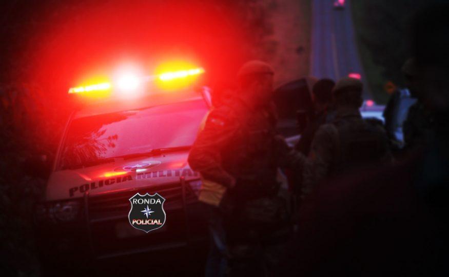 Homem é alvejado a tiros em via pública durante a madrugada