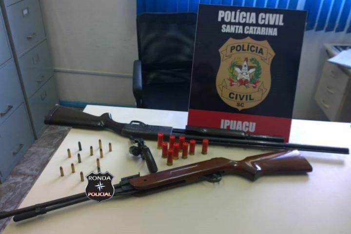Investigação da Polícia Civil de Ponte Serrada resulta na prisão de homem com armas em Ipuaçu