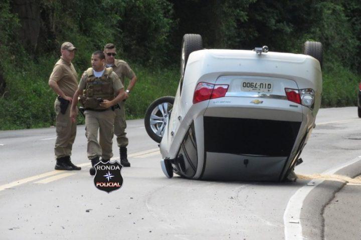 Casal de Xaxim fica ferido ao capotar veículo na BR-282