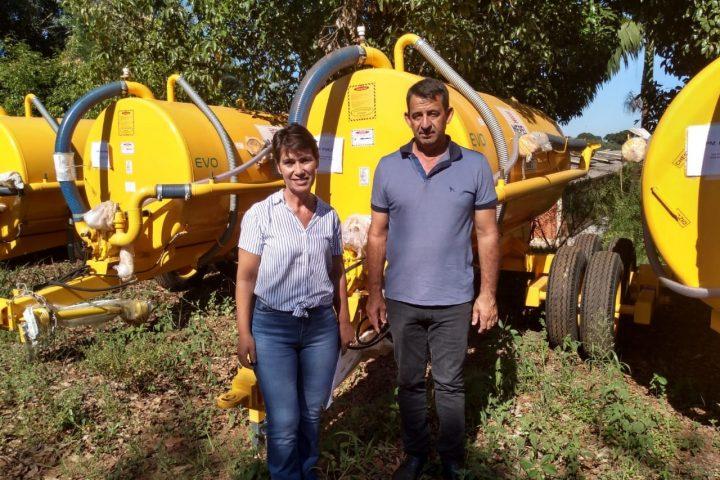 Ipuaçu recebe distribuidor de água/adubo líquido