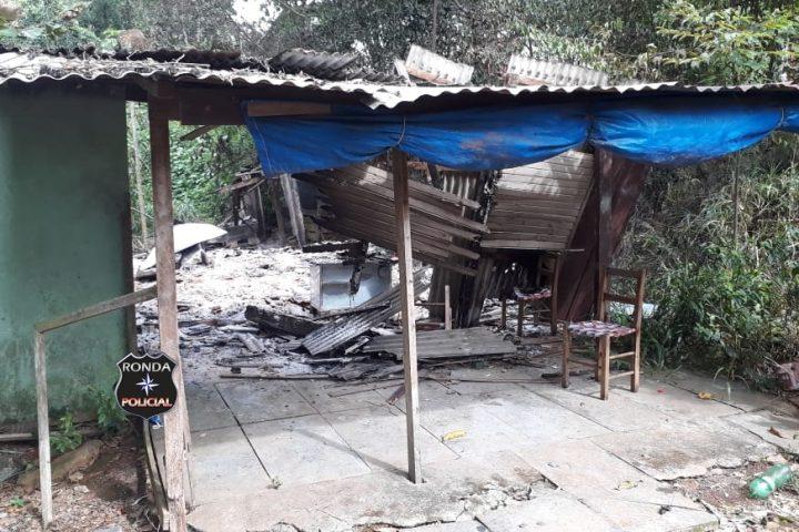 Incêndio consome residência em comunidade rural