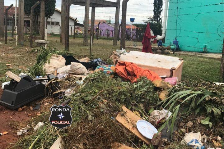 Desrespeito: Lixo é depositado de forma irregular em vias públicas e terrenos baldios no São Romero