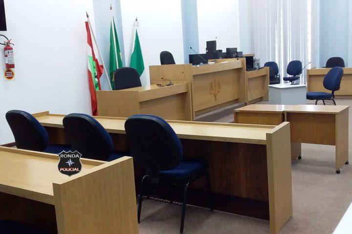Homem acusado de assassinar namorada com 11 facadas no oeste vai a júri popular