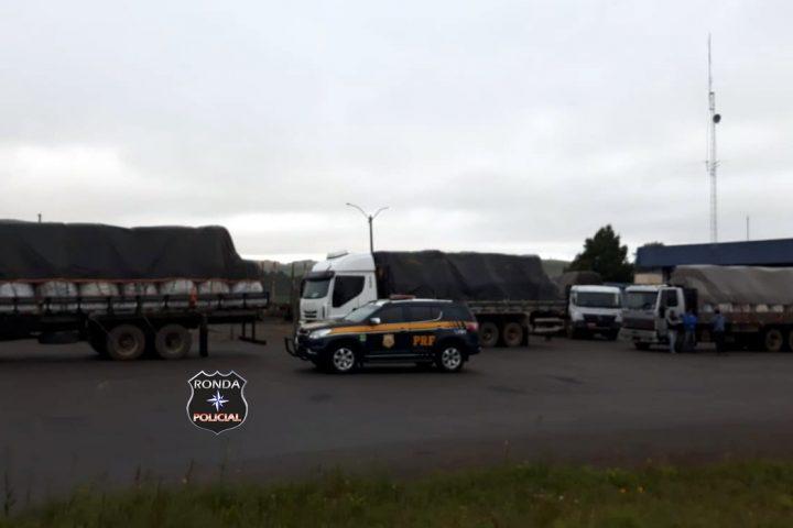 PRF flagra 16 toneladas de peso em excesso sendo transportado na BR-153