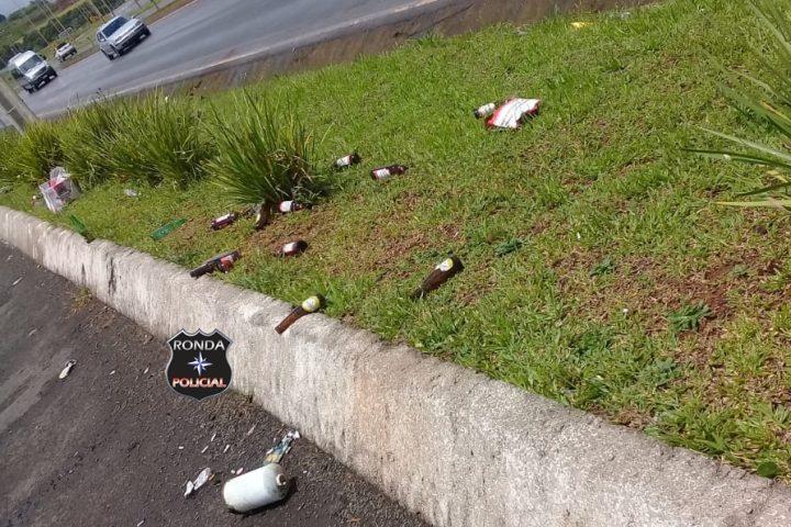 """Descarte de lixo em canteiros do Parque da Femi à margem da 282 """"vende uma imagem negativa de Xanxerê"""""""