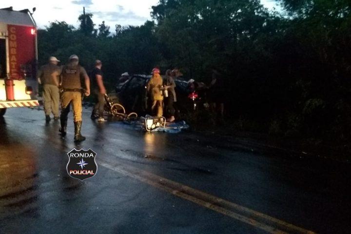 Mãe e filho morrem e outras três pessoas ficam feridas em grave acidente no início da noite