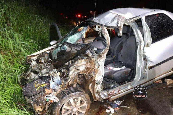Duas pessoas ficam gravemente feridas em violenta colisão no início da noite
