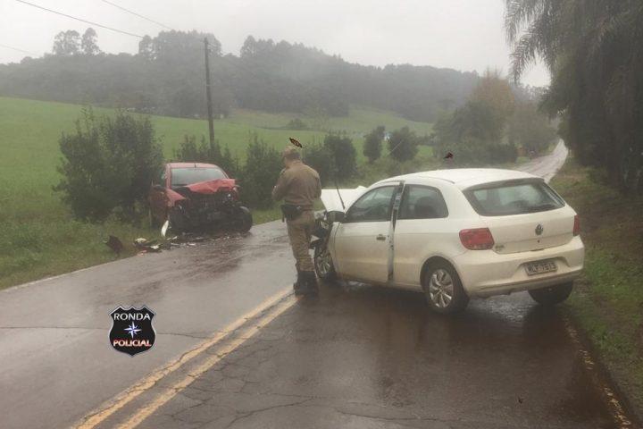Cinco pessoas ficam feridas em violenta colisão registrada em comunidade rural