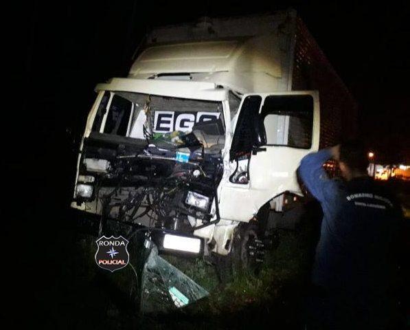 Caminhoneiro de Ponte Serrada fica preso às ferragens em grave acidente na BR-153