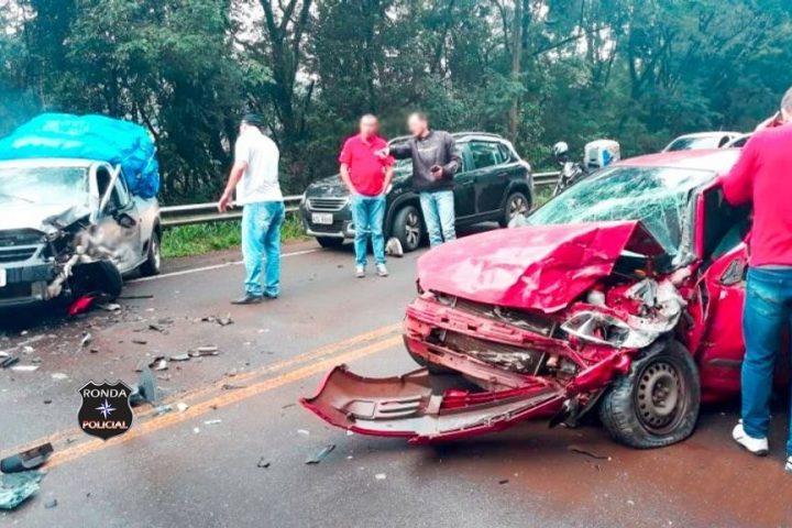 Duas pessoas ficam feridas em violenta colisão durante a manhã desta sexta