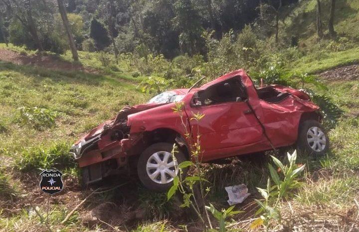 Cinco pessoas ficam feridas em capotamento em comunidade rural