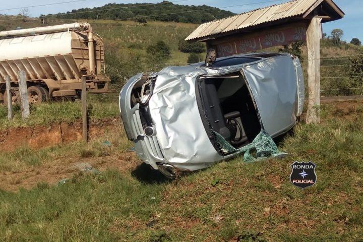 Mulher é encaminhada ao hospital de Xanxerê após capotar veículo na SC-480