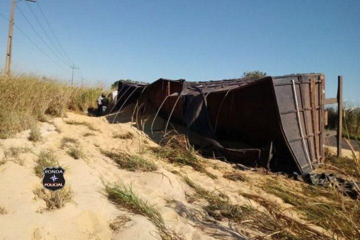 Caminhoneiro do Oeste fica ferido em acidente no Mato Grosso do Sul