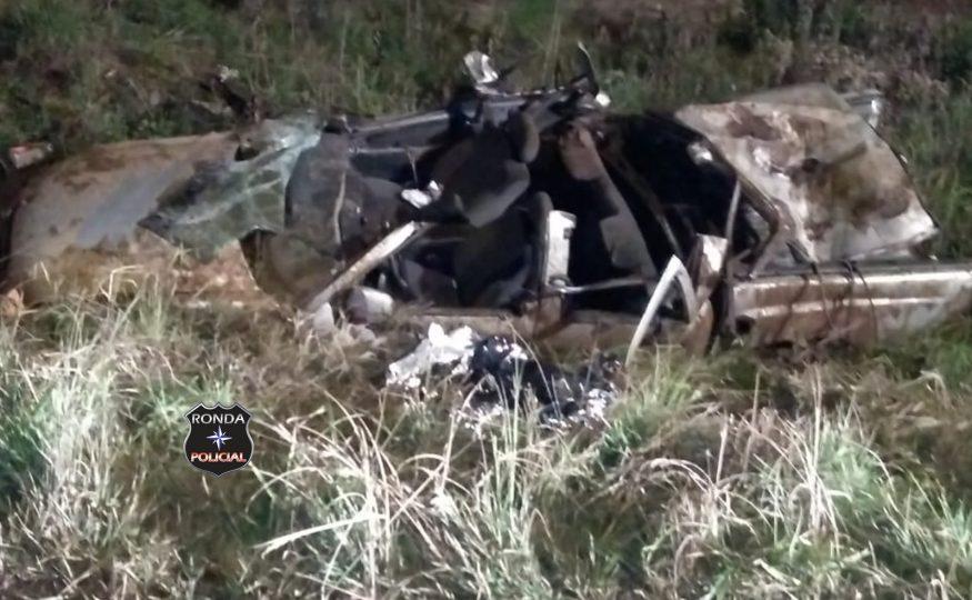 Jovem morre após camionete capotar a margem da rodovia no Oeste