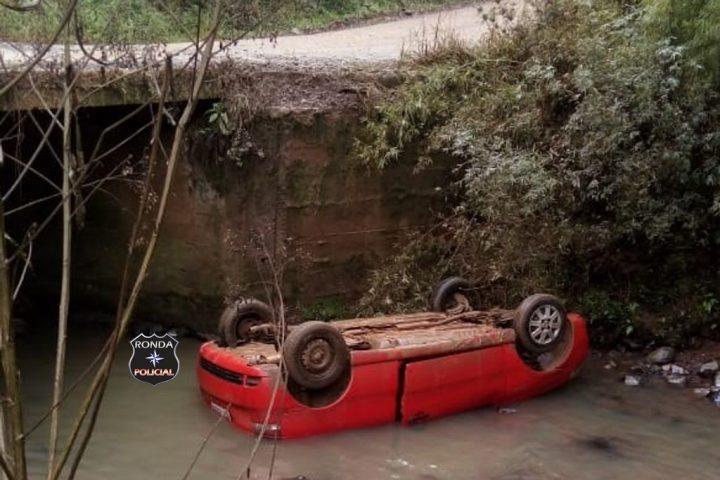 Motorista morre após carro despencar de ponte em comunidade rural