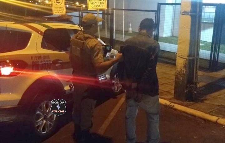 Motorista embriagado é preso pela PM após causar acidente no centro de Xanxerê