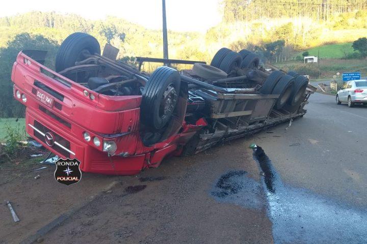 Capotamento de caminhão deixa uma pessoa ferida no início da manhã desta quinta-feira