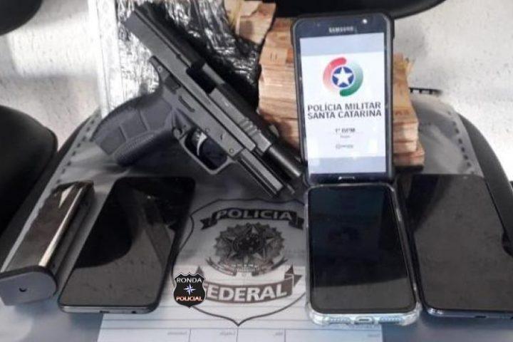 Homem encontra R$ 75 mil em terreno baldio em Santa Catarina