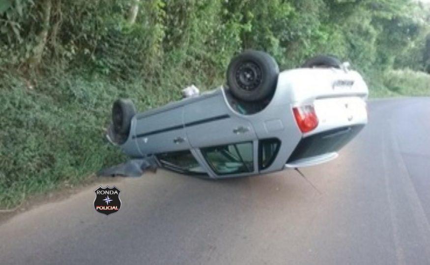 Motorista é preso por embriaguez após capotar veículo na SC-155