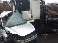 Casal morre em grave acidente entre carro e caminhão na BR-282