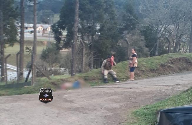 Policial Militar é agredido a golpes de facão e homem morre alvejado com disparo de arma de fogo
