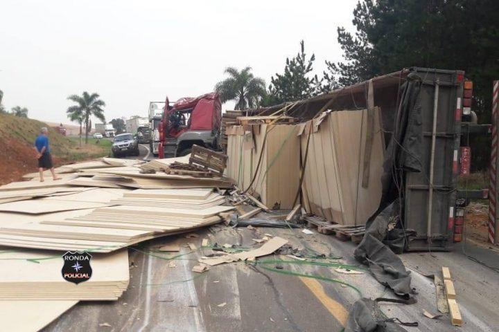 Caminhão e carreta do Oeste se envolvem em grave acidente no Paraná