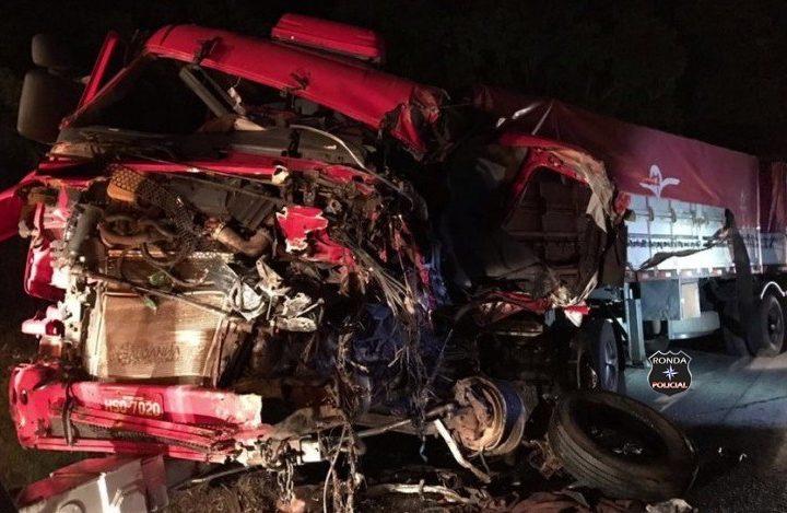Caminhoneiro do Oeste Catarinense se envolve em grave acidente de trânsito no Paraná
