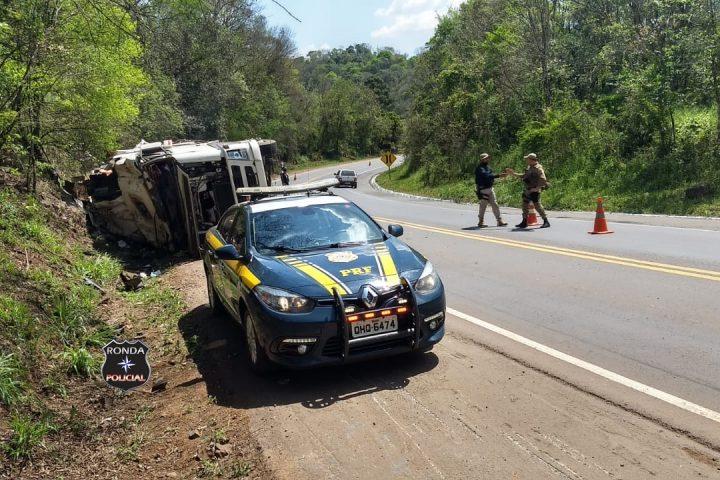 Morre no hospital caminhoneiro que tombou carreta na BR-282