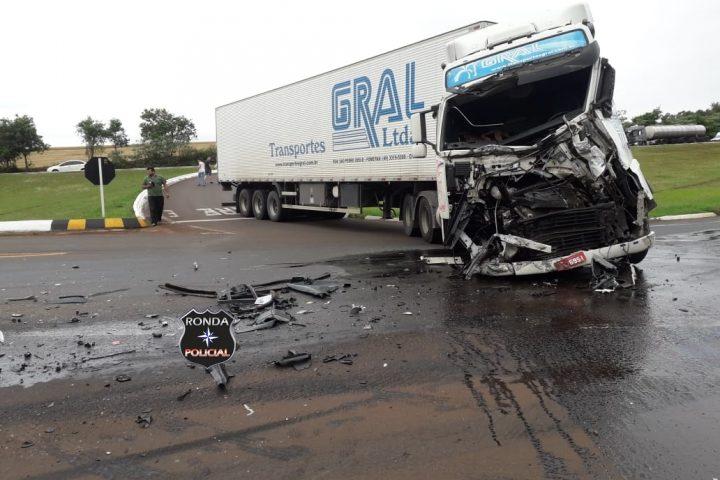 Caminhoneiro do Oeste fica ferido em grave acidente no Rio Grande do Sul
