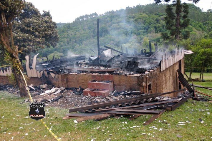 Incêndio consome residência no interior de Marema