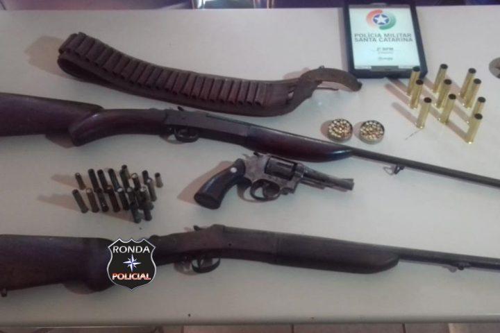 Filho suspeito de maltratar o pai de 99 anos é preso com armas