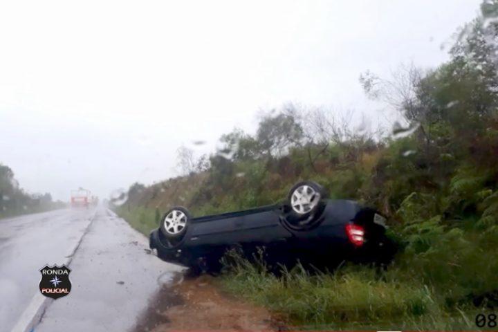 Capotamento é registrado na BR-282 em Ponte Serrada