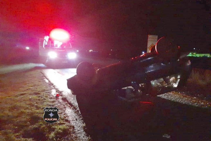 Motorista de Chapecó fica ferido em capotamento no estado do Paraná