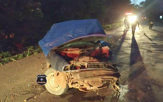 Uma pessoa morre e outras duas ficam feridas em grave acidente durante a madrugada