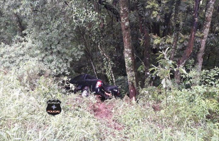 Jovem perde a consciência após colidir pick-up em árvores a margem da 282
