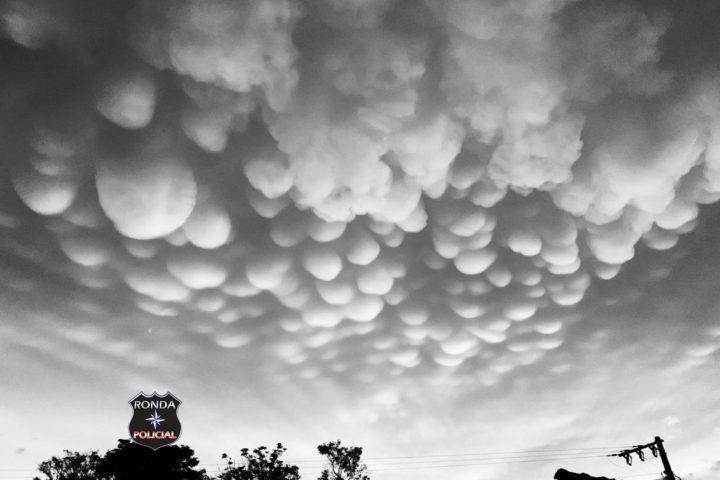 Nuvens raras em formato de bolhas chamam a atenção de moradores de Vargeão e Ponte Serrada