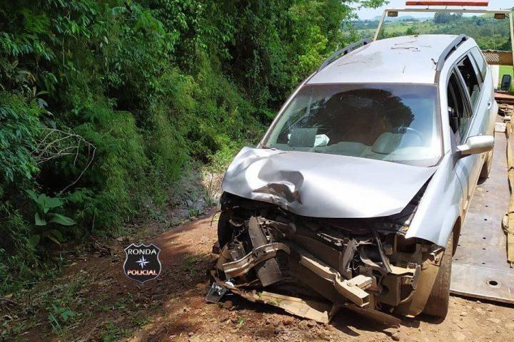 Motorista fica ferido após colidir carro em árvore em comunidade rural