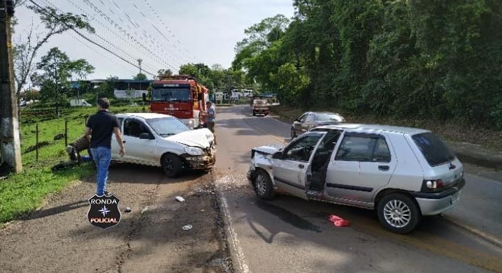 Duas pessoas ficam feridas em violenta colisão frontal na SC-283