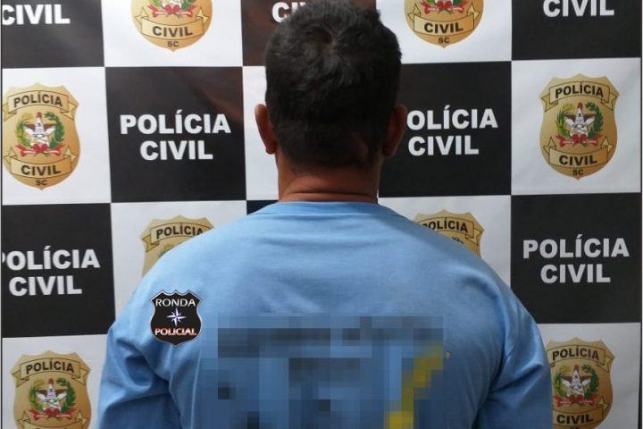 Homem que agrediu o próprio pai a golpes de facão é preso pela Polícia Civil