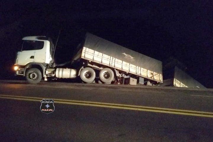 Carreta do Oeste se envolve em acidente no Paraná
