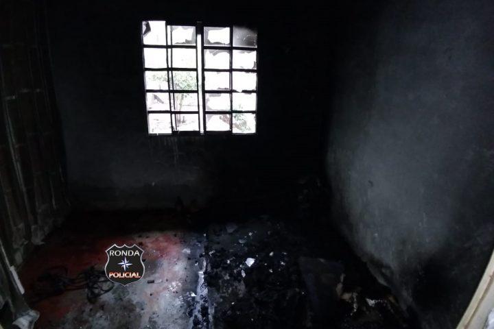 Bombeiros combatem princípio de incêndio em residência em Marema