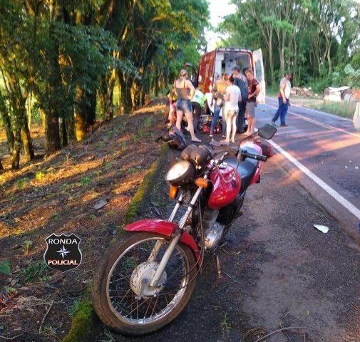 Motociclista fica ferido em colisão envolvendo três veículos