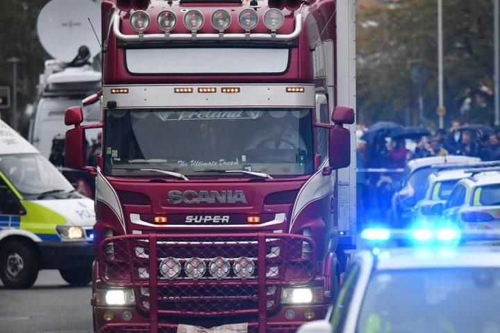 Mortos encontrados em caminhão no Reino Unido eram chineses, diz imprensa britânica