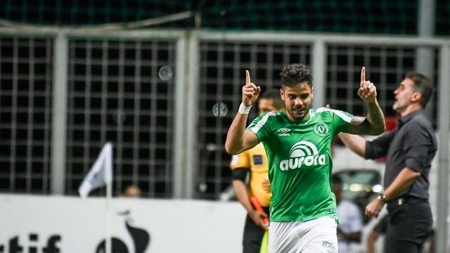 Chapecoense bate Atlético Mineiro fora de casa e ganha fôlego contra rebaixamento